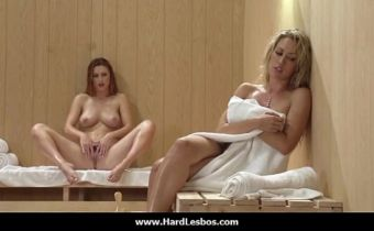 Seduzindo a safada na sauna